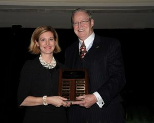 Joan Rockey, CFA, presents the Hortense Friedman, CFA, Award for Excellence to Frank Reilly, CFA, at the 23rd Annual Dinner.